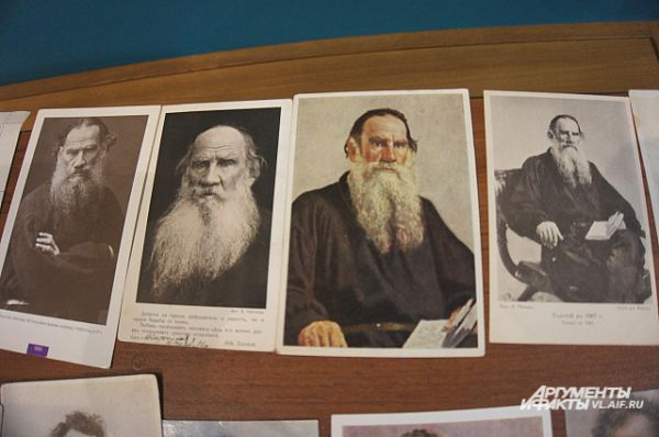 Лев Толстой на картинах в разные годы.