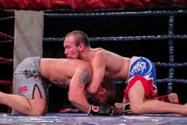 Бой между Марининым и Ефименко получился эмоциональным.