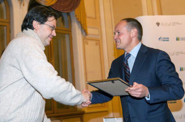 Стипендии и денежные премии «Газпром нефти» получили 8 аспирантов и молодых кандидатов наук, а также 35 студентов математико-механического факультета СПбГУ