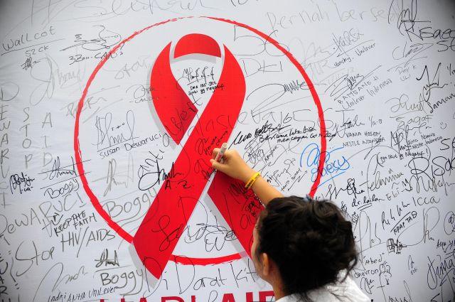 Красная ленточка - символ борьбы со СПИДом.
