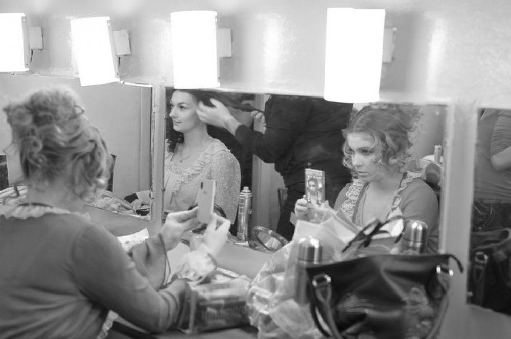 Актёры «Галёрки» готовятся к премьере спектакля «Обманутый муж».