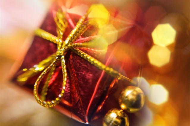 Подарок на Новый год ждут все, независимо от возраста.
