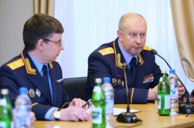 Старший помощник председателя Следственного комитета Игорь Комиссаров (справа).