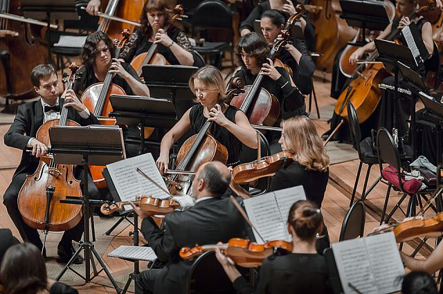 Симфонический оркестр Приморского театра оперы и балета.