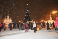 В Омске приступают к украшению города к Новому году.