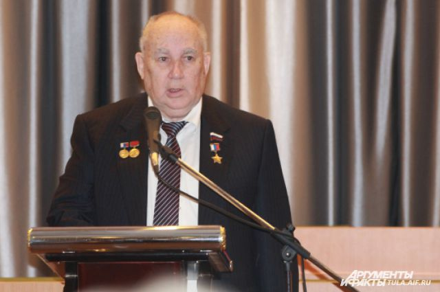 Депутат, генеральный директор «СПЛАВа» Николай Макаровец от имени депутатского корпуса подтвердил единость команды