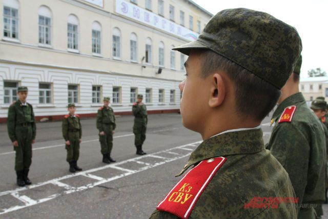 Курсанты суворовского училища