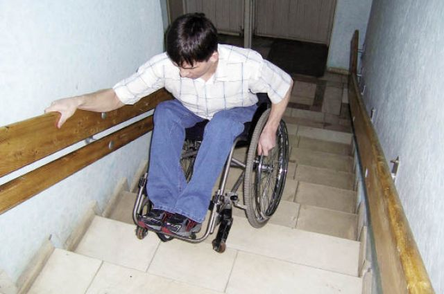 Для некоторых людей обычная лестница становится непреодолимым препятствием.