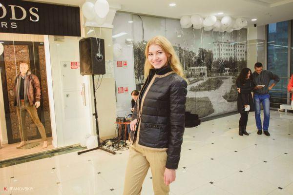 Демонстрация стильной одежды в ЦУМе