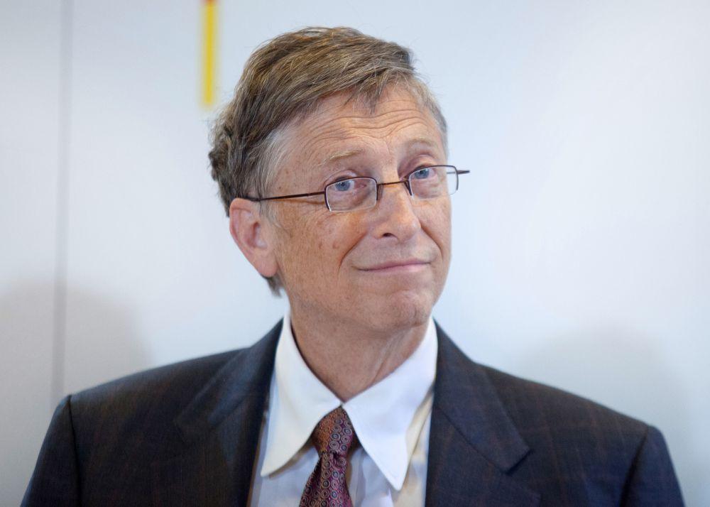 Билл Гейтс, создатель Microsoft, после школы поступил в Гарвардский университет, но через два года был отчислен. После отчисления Гейтс сразу стал заниматься созданием программного обеспечения.