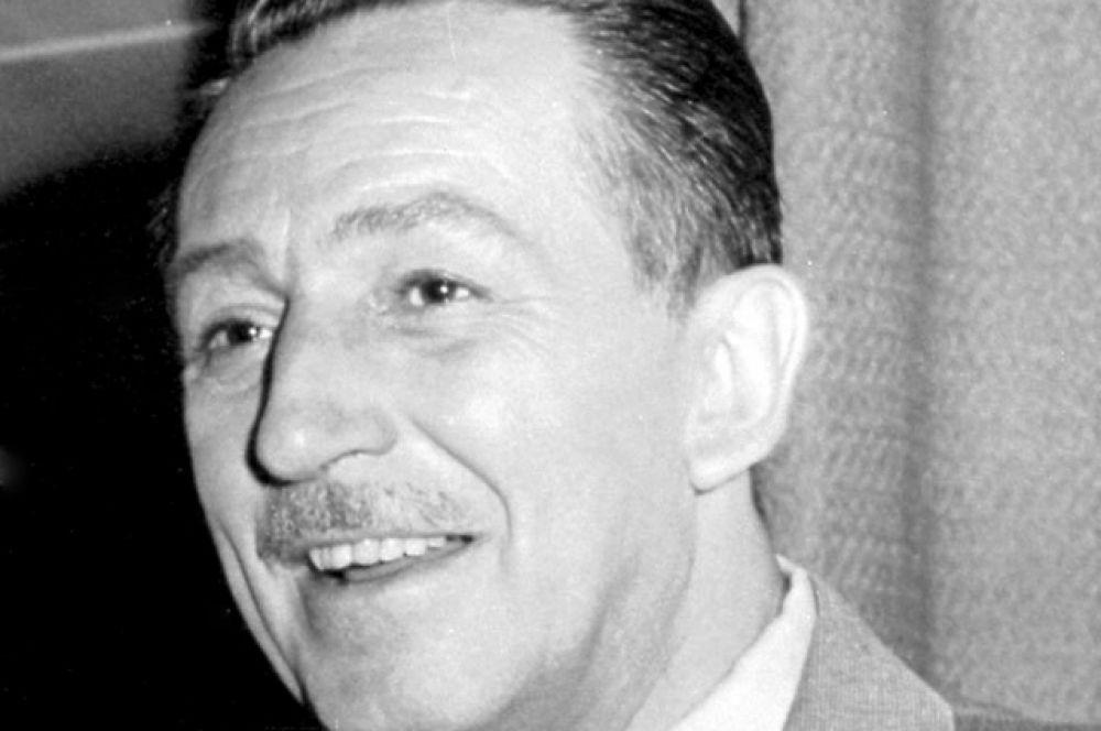Уолт Дисней, кинорежиссер, художник-мультипликатор и основатель компании Walt Disney,  тоже не мог похвастаться университетским дипломом. Уже с 14 лет он начал подрабатывать разносчиком газет, затем, во время Первой мировой войны, прослужил на санитарной машине водителем, а после устроился художником на студию кинорекламы и стал ставить собственные анимационные эксперименты.