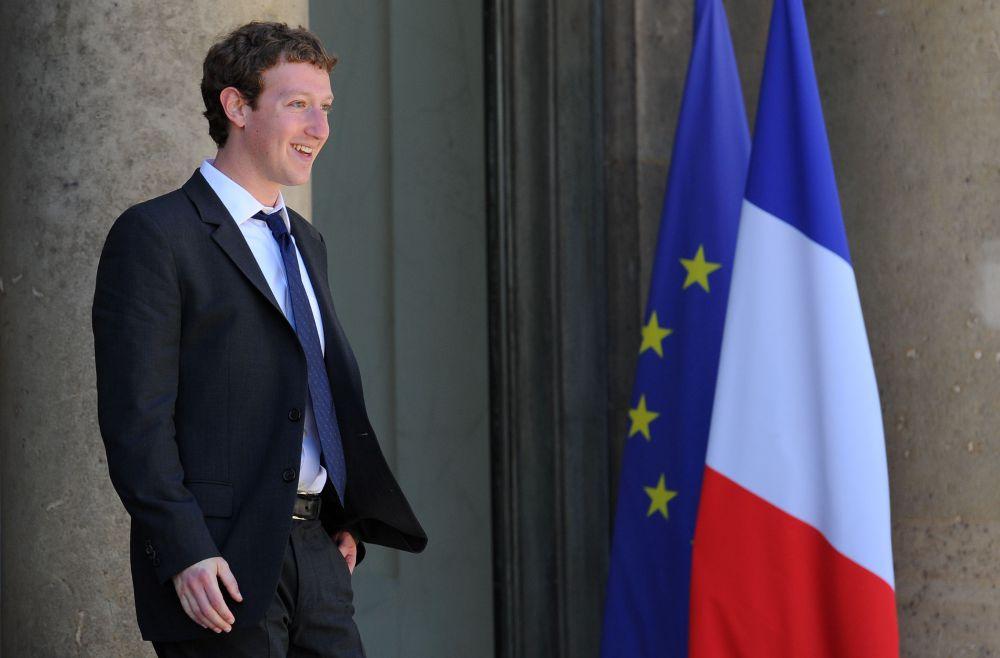 Марк Цукерберг, программист и основатель Facebook, еще в школе увлекался программированием.  Но после окончания школы поступил в  Гарвардский институт на факультет психологии. Впрочем, учебу Цукербергу пришлось бросить:  молодой предприниматель отправился в Силиконовую долину, чтобы найти инвесторов для быстро развивающейся социальной сети Facebook.