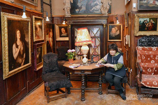 Все шедевры, которые когда-то собрал художник императорских театров Иван Гринёв, завещаны его потомками России.