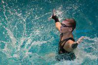 Александр Мальцев, единственный в России мужчина, выступающий в синхронном плавании, в спектакле «Театра на воде».