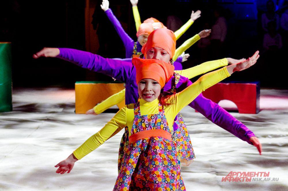 В конкурсной программе гимнастрады принимают участие более 40 спортивных и танцевальных коллективов с воспитанниками разного возраста (более 700 человек).
