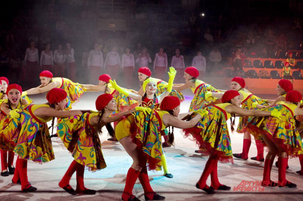 В то время, как старшие участники сделали упор на спорт, дети предпочли танцы.