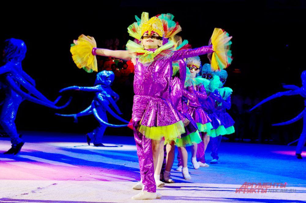 Важными критериями оценки выступлений являются применение гимнастических и акробатических элементов, техническое мастерство, хореографическая постановка, сюжетная линия номера, оригинальность, костюмы.