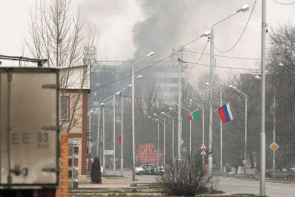 По данным СМИ, боевики вызвали такси в село Шалажи (Урус-Мартановский район Чечни), а затем угнали автомобили и отправились на них в Грозный. Представитель силовых структур Чечни подтвердил «Кавказскому узлу», что террористы прибыли из Шалажи.