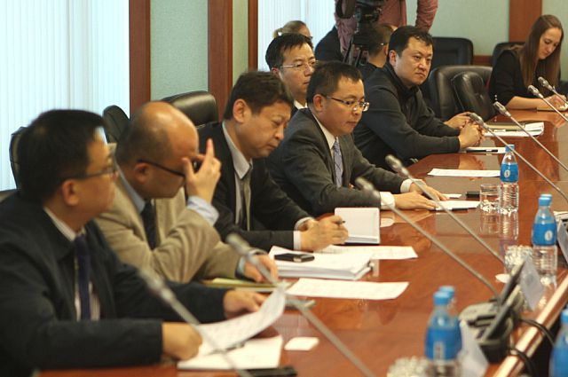 Китайская делегация на совещании с Первым вице-губернатором Приморского края Василием Усольцевым.