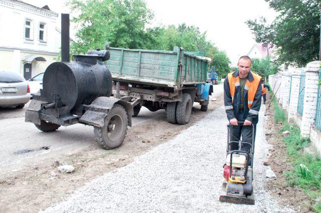 На ремонт омских тротуаров требуются большие деньги.