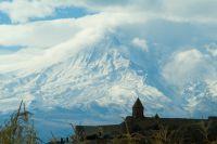 Вершина Арарата вXIXв. принадлежала России, авначале XXв. Ленин передал эту территорию Турции.