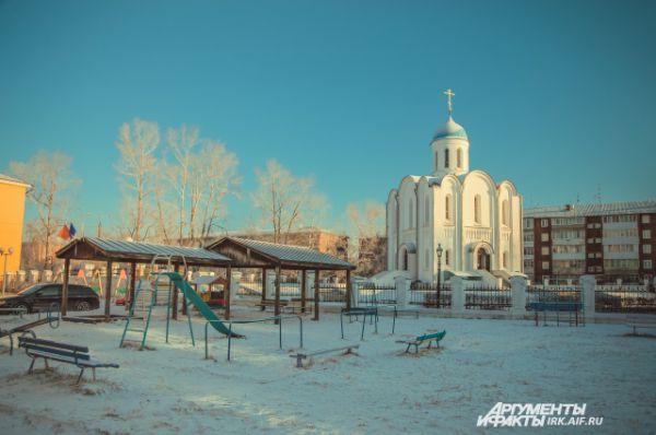 Купол храма и звонницы, кресты и фонари изготовили на авиазаводе.