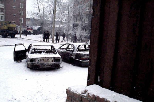 На большой территории вокруг сгорели машины и погибли люди.