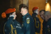 Гостей встречали бравые курсанты МЧС.