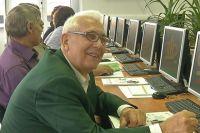 Омские пенсионеры с удовольствием осваивают компьютер.