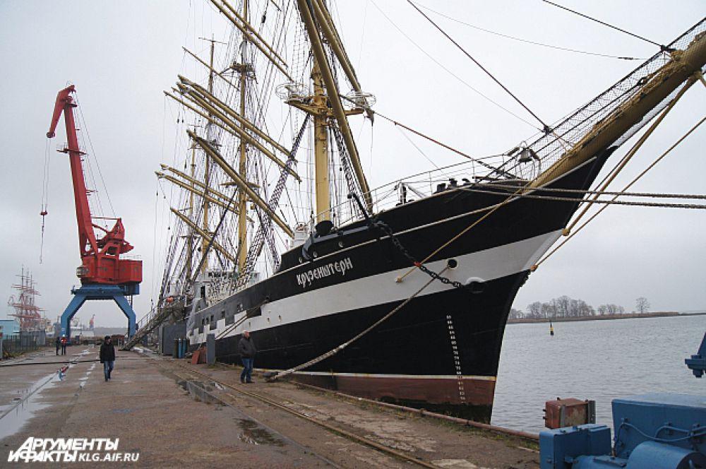 Российское учебное парусное судно «Крузенштерн», которое в 2016 году отмечает 90-летие со дня спуска на воду, ежегодного швартуется в Светлом на ремонт.