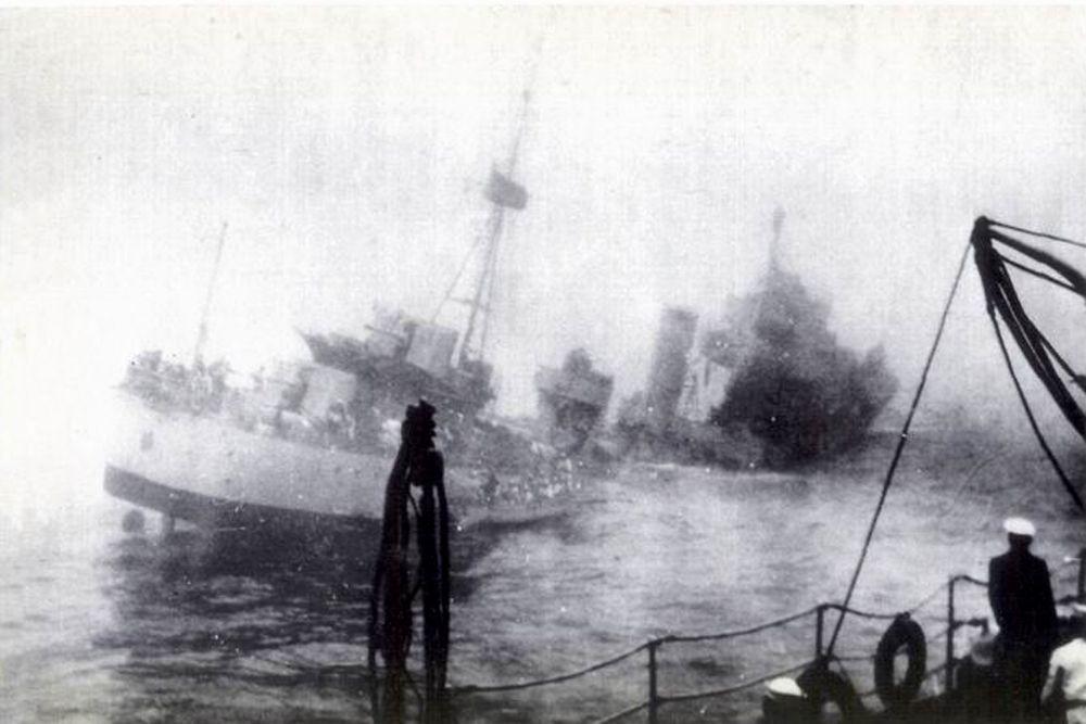 «Корриентес» — аргентинский эскадренный миноносец. 3 октября 1941 года во время очередных учений у Огненной Земли произошёл самый трагический инцидент в аргентинском флоте. В густом тумане тяжёлый крейсер «Альмиранте Браун» врезался в эсминец «Корриентес». Эсминец разломился и в течение семи минут затонул. В результате трагедии на «Корриентесе» погибло 14 моряков.