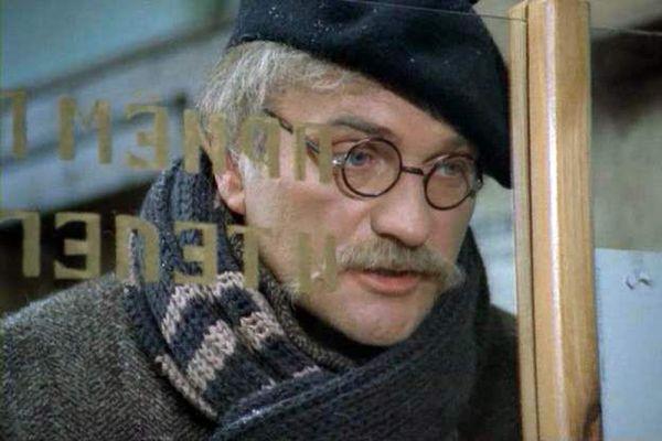 В кино дебютировал с небольшой ролью в картине «Егорка» (1984), однако обратить на себя соответствующее таланту внимание Балуеву удалось только лишь четыре года спустя, сыграв одну из главных ролей в драме «Жена керосинщика» (1988). Недостатка ролей с тех пор не испытывал.