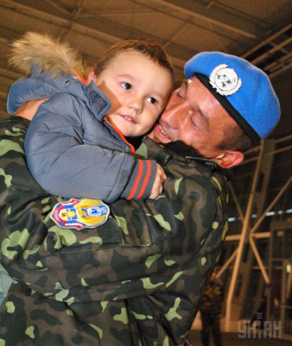 «День Вооруженных сил» (или «День украинской армии») появился в календаре недавно. Красным цветом 6 декабря начали помечать только с 1993 года. В этот день военное братство скрепляет дружбу, а мы говорим «Слава Україні!»
