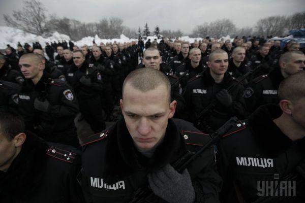 Некоторые воинские формирования пришлось сократить – того требовал Договор об обычных вооруженных силах в Европе, к которому Украина присоединилась. Минимум вооружения, минимум военных. В итоге к 1995 году в стране число военнослужащих сократилось на 400 тыс.