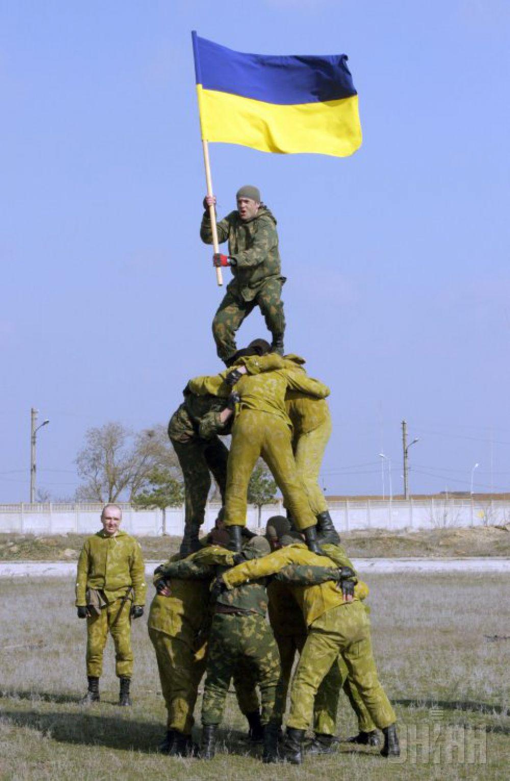В 2013 году на украинскую армию выделили 0,97% от ВВП. Это 15,2 млрд грн. Впервые за несколько последних лет финансирование Вооруженных сил оказалось меньше показателя 1% ВВП страны