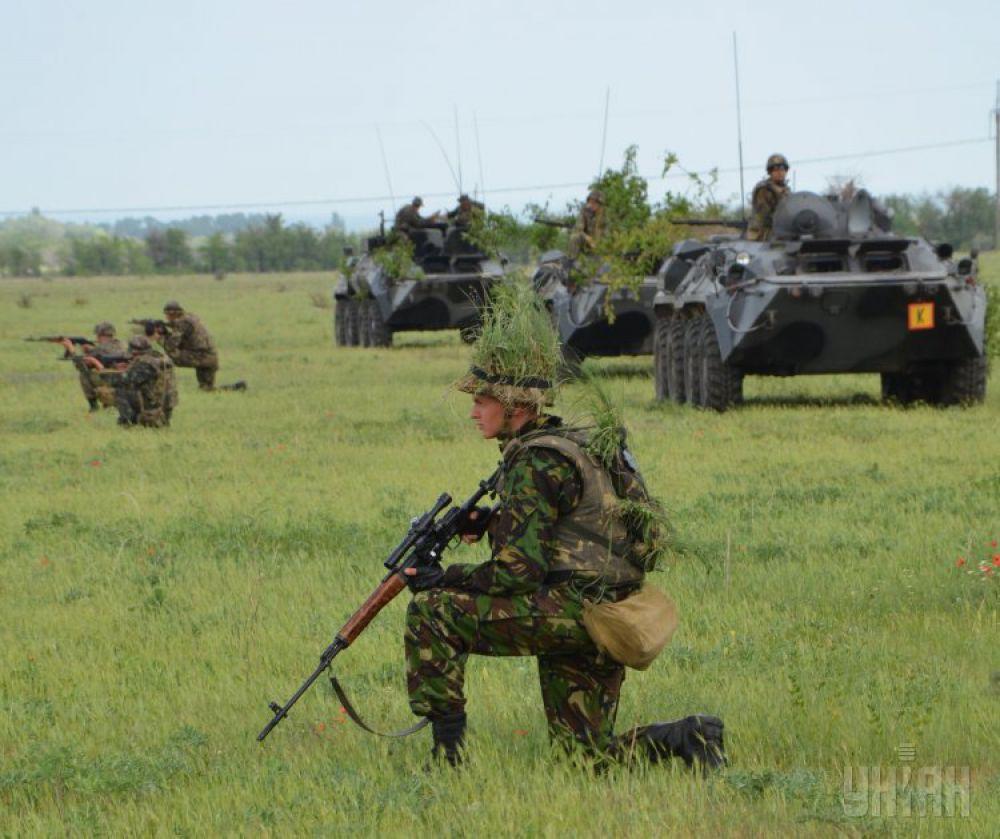 Боевые столкновения на Донбассе унесли жизни почти 1 тыс. украинских военнослужащих. В это число вошли и бойцы Нацгвардии, и пограничники, и добровольцы, и правоохранители, и контрактники