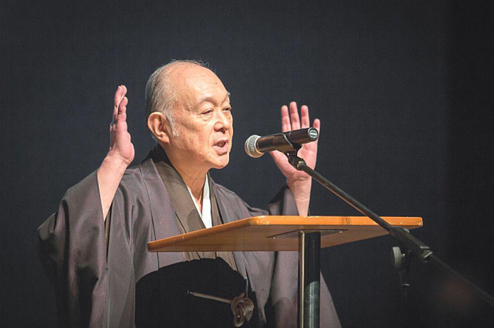 Великий артист театра «Но» господин Сакаи Отосигэ.