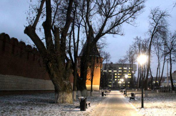 Как раз в канун календарной зимы первый снег выпал в Туле, но только лишь немного припорошив город.
