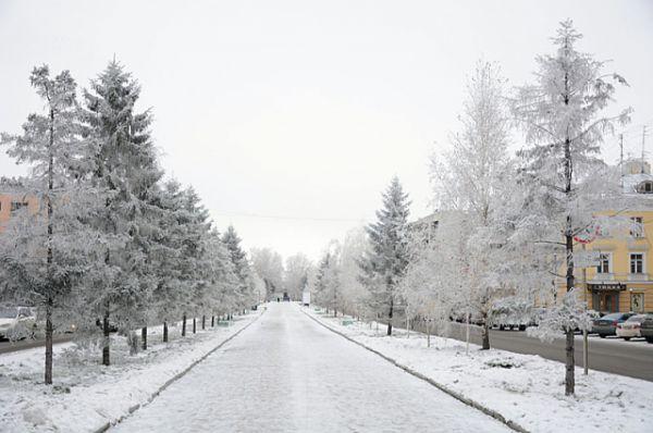 Тем временем в Барнауле уже полноценная зима - с морозами и сугробами.