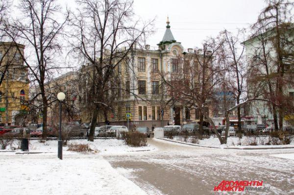 Ранним был снег и в Нижнем Новгороде. Он застал город в середине октября. И это был не просто снег, а снег с ледяным дождем. Но сейчас настоящая снежная зима уже пришла в город.
