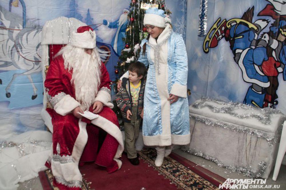 А потом встретиться с настоящими Дедом Морозом и Снегурочкой.