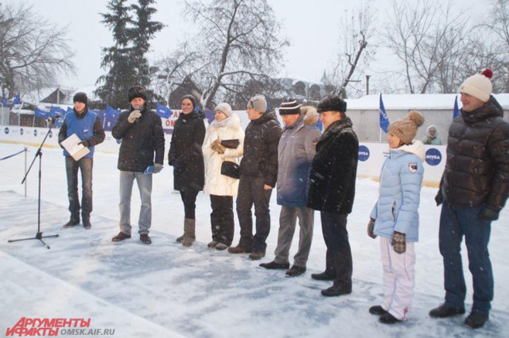 Открытие хоккейной коробки проходило в торжественной обстановке.