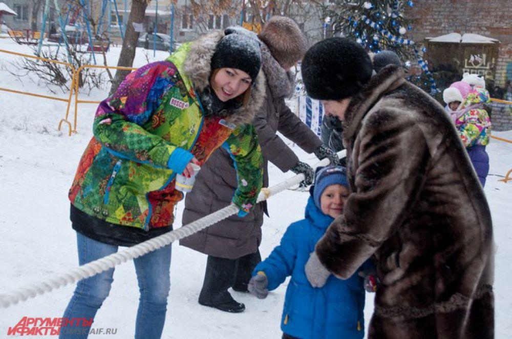 В Омске на улице Декабристов открылась хоккейная коробка.