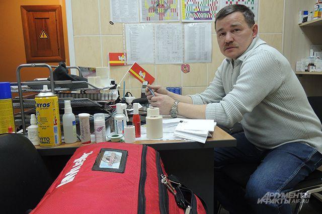 Олег Таскаев в своём кабинете.