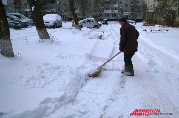 В Кузбассе зима наступила гораздо раньше, чем это положено по календарю. Уже в конце октября город засыпало снегом.