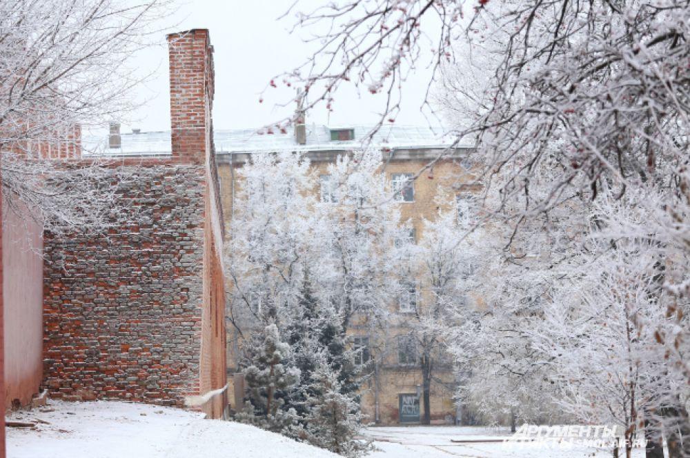 В Смоленске настоящие сугробы образовались уже вскоре после первого снега.