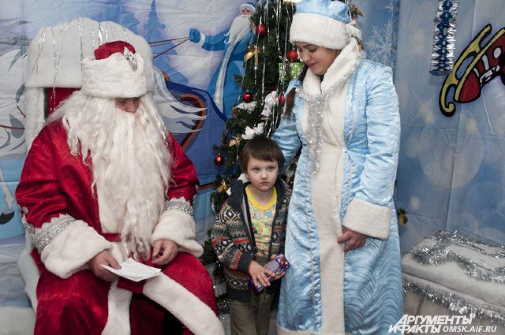 Дед Мороз и Снегурочка всегда остаются главными символами Нового года.