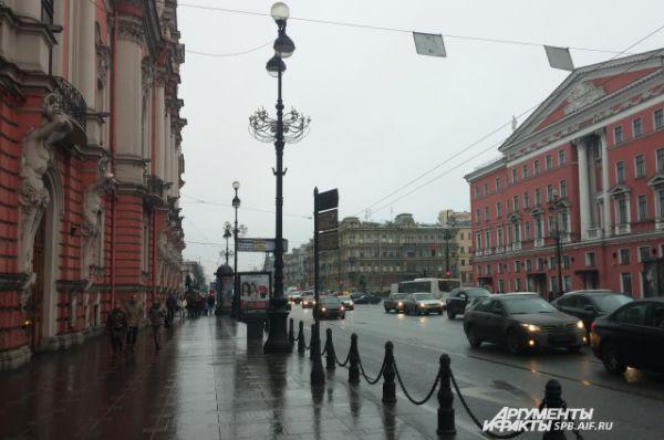 Дождливый Петербург подтверждает свой статус и в первые дни календарной зимы. Вместо снега в городе идут дожди.