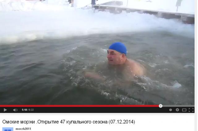 Омские «моржи» открыли купальный сезон.