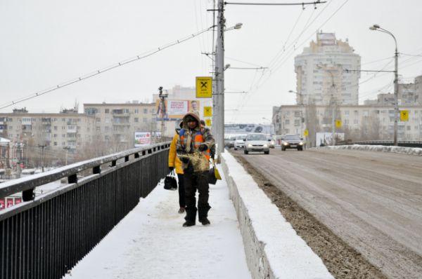 В Волгограде очень долго не было и намека на снег. Только вечером 7 декабря волгоградцы наконец встретили снегопад..